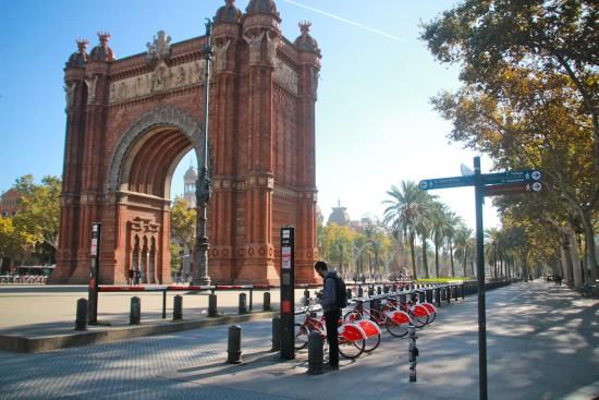 Arc de Triomf Barcelona rent a bike