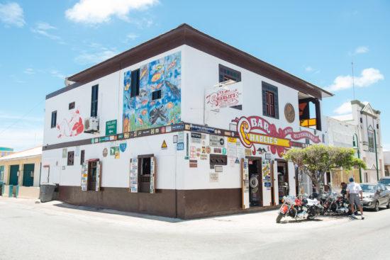 charlies-bar-aruba